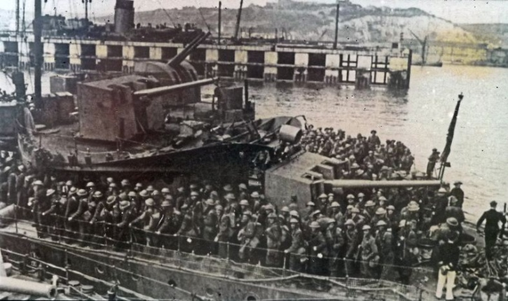 th-dunkirk-evacuation-troops-landing-at-dover_1470386460_725x725