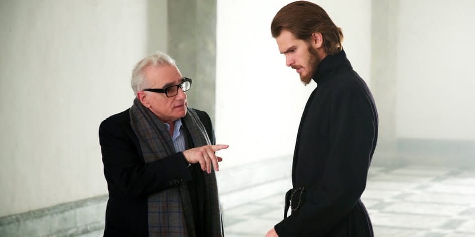 Martin-Scorsese-directing-Andrew-Garfield-on-the-set-of-Silence