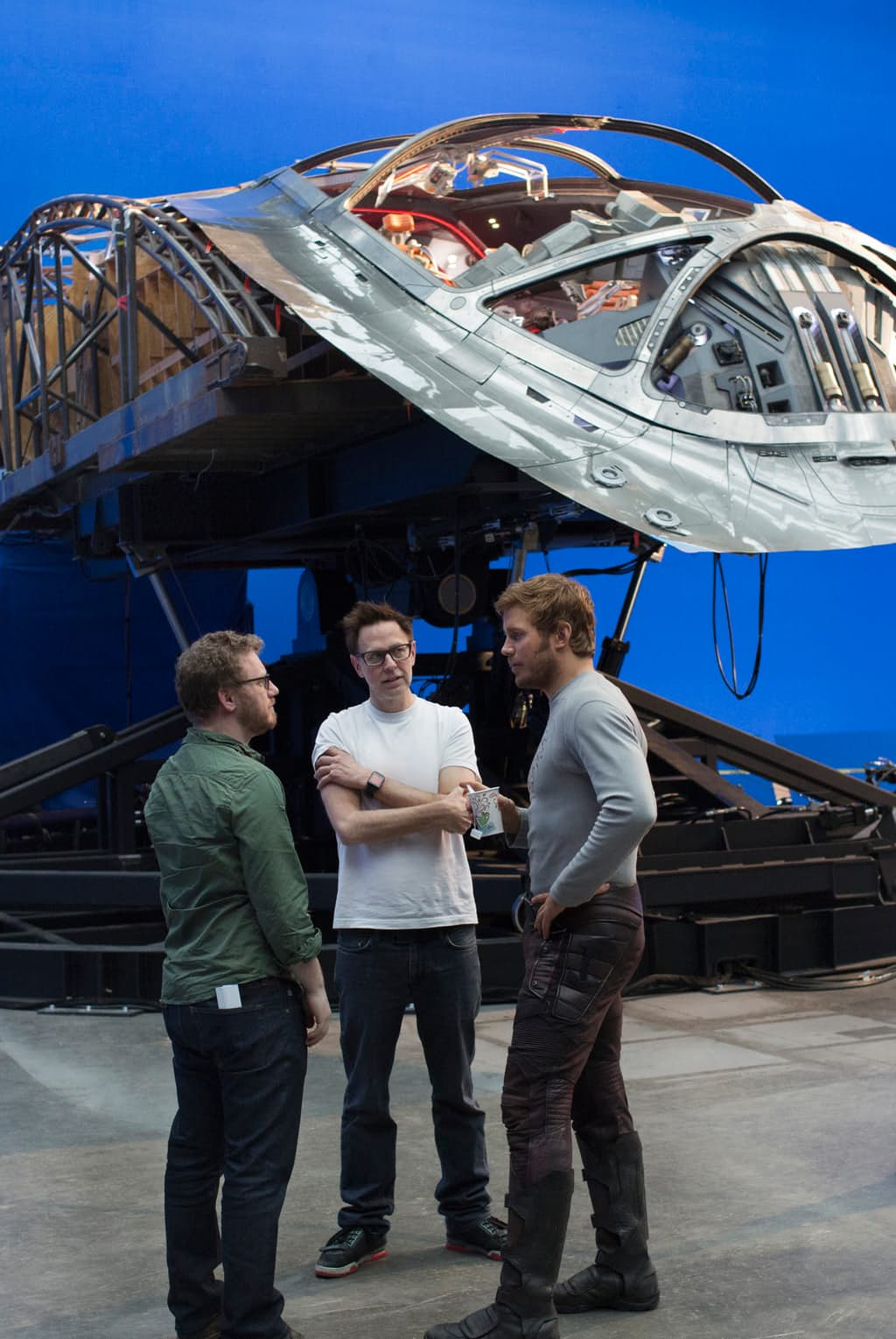 Guardians-of-the-Galaxy-2-BTS-Set-Photo-Milano-Chris-Pratt-James-Gunn