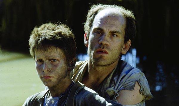 کریسچن بیل 13 ساله در کنار جان مالکوویچ در فیلم امپراتوری خورشید.