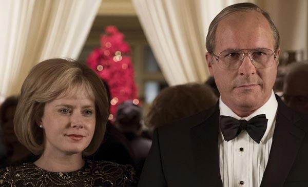 کریسچن بیل در کنار ایمی آدامز در فیلم معاون. این فیلم، سومین همکاری این دو با یکدیگر بود که مجددا با موفقیت همراه بود. در هر 3 فیلم، هر دو بازیگر نامزد اسکار شدند و خود فیلم نیز نامزد اسکار بهترین فیلم سال شد ...