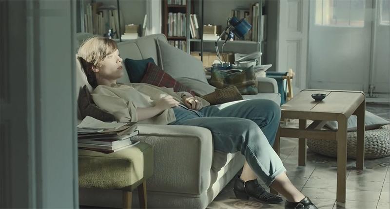 اوا در نمایی از فیلم باکره ماه اوت