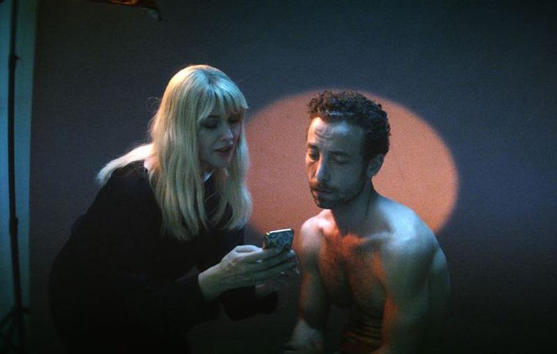 سم و ثریا در نمایی از فیلم مردی که پوستش را فروخت