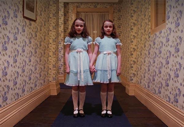 دوقلوهای ترسناک فیلم درخشش.