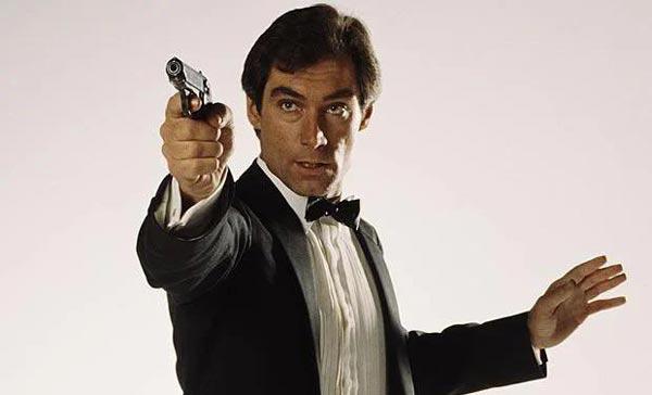 تیموتی دالتون در دو سال 1987 و 1989 و دو فیلم The Living Daylights و Licence to Kill، در نقش جیمز باند به هنرنمایی پرداخت.