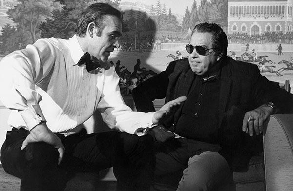 شان کانری در کنار آلبرت آر. براکلی. خانواده براکلی، تهیهکننده تمام فیلمهای مجموعه جیمز باند (به جز دو فیلم) بودهاند ...
