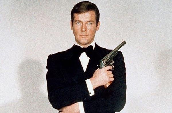 راجر مور در حالی در هفت فیلم در نقش جیمز باند بازی کرد که در واقعیت دچار بیماری هاپلوفوبیا یا همان اسلحههراسی بود!